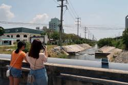 Students studying drainage infrastructure. Map Ta Phut Industrial Estate, Thailand. By Ashley Scott Kelly, 2017.